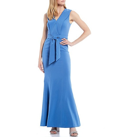Kay Unger Cecily V-Neck Crepe Mermaid Gown