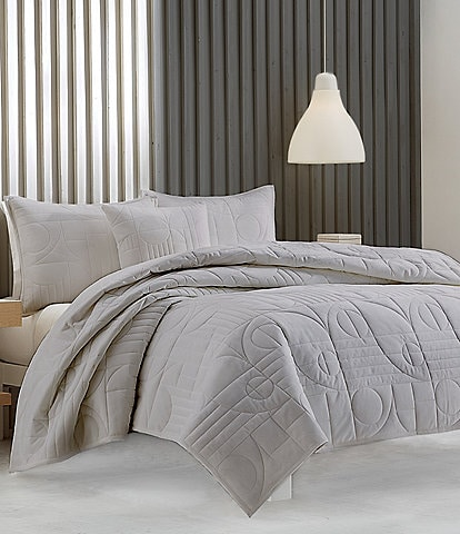 Oscar/Oliver Bryant Quilted Coverlet