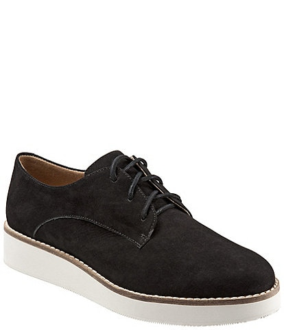 SoftWalk Willis Embossed Soft Leather Sneakers