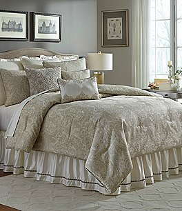 Image of Veratex Valenti Medallion Jacquard Comforter Set