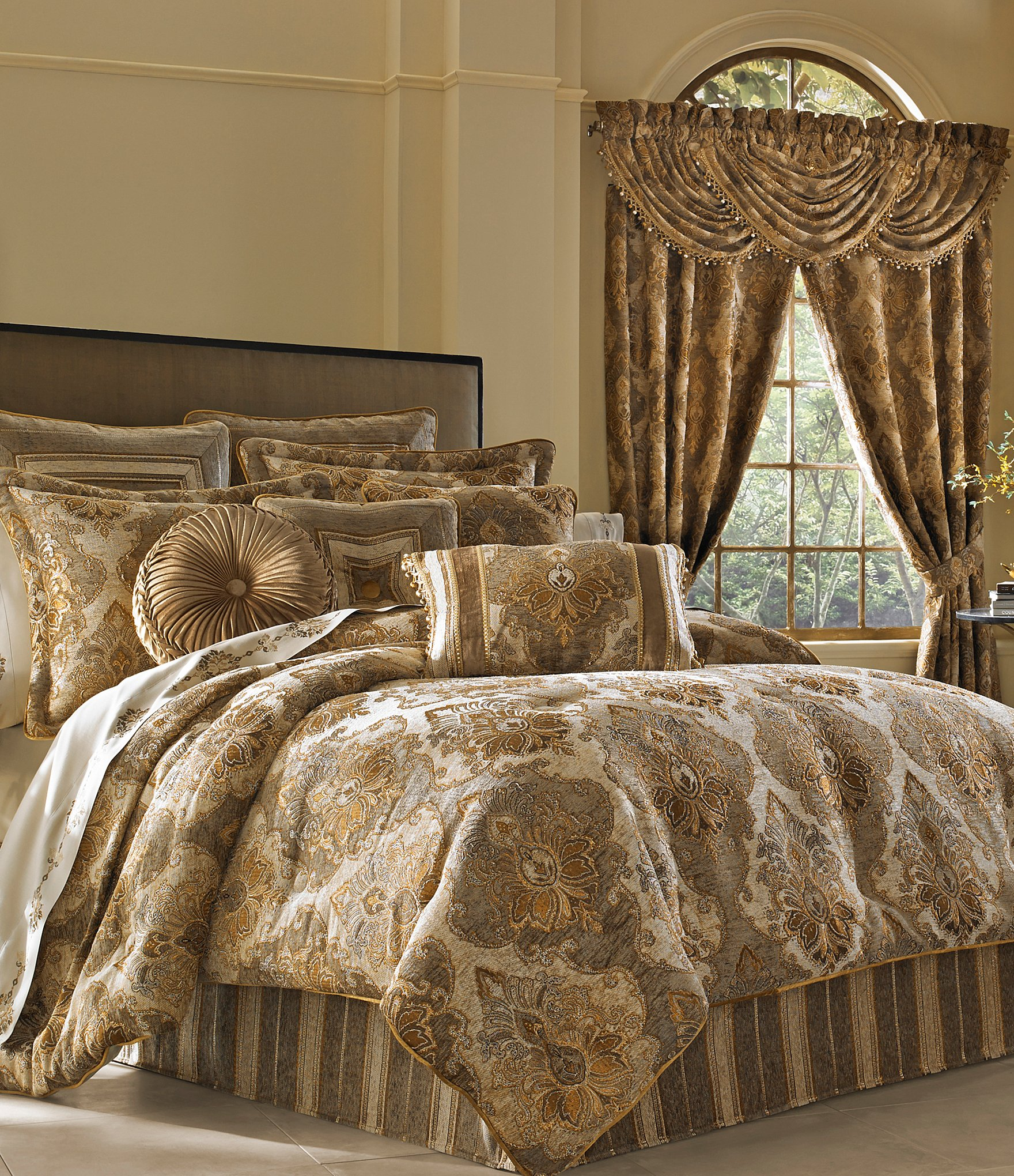J Queen New York Bradshaw Damask Chenille Comforter Set