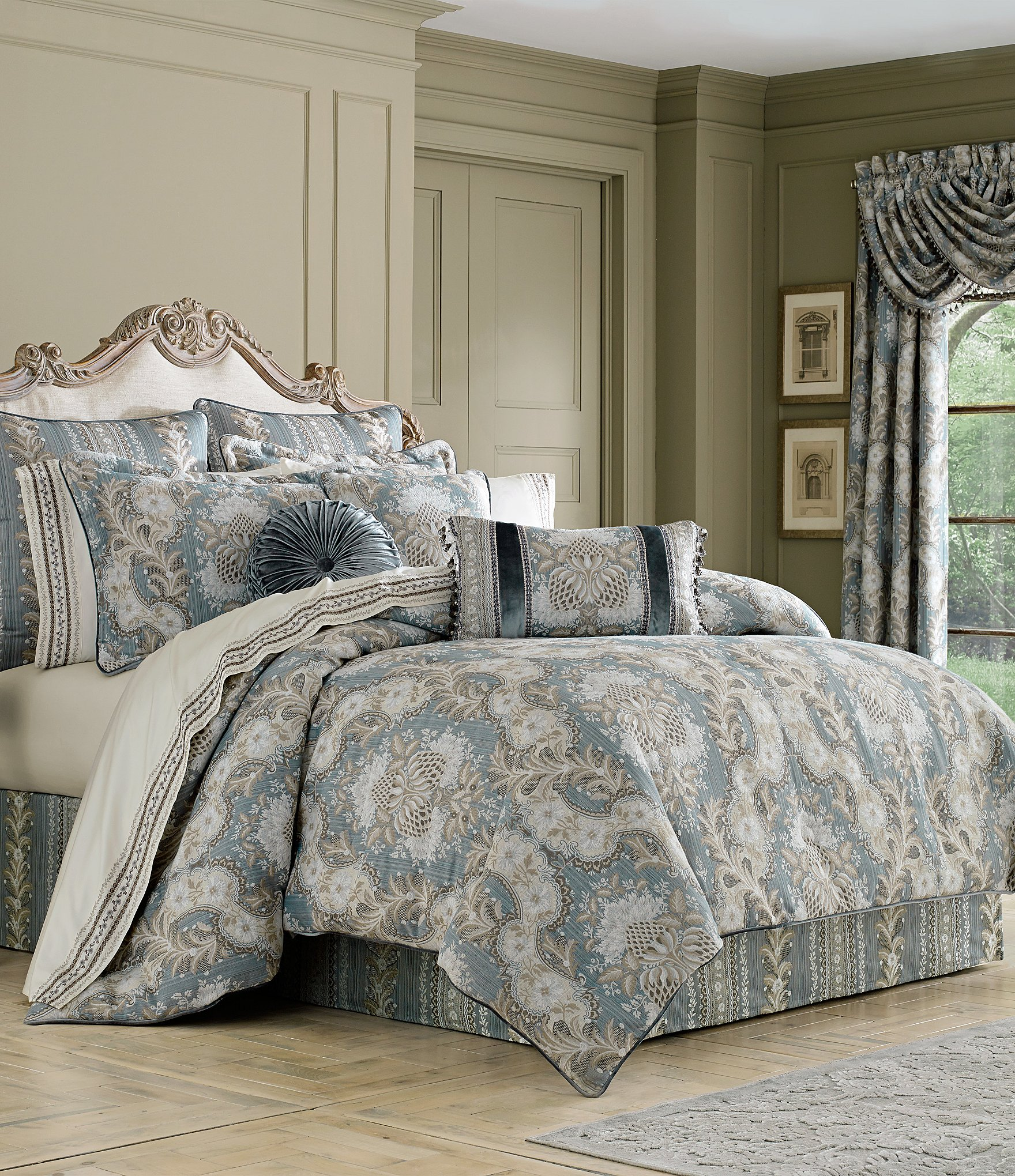 J Queen New York Crystal Palace Floral Jacquard Comforter